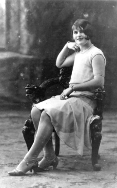 Flapper with Arm Bangle