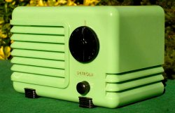 Art Deco radio, green bakelite radio