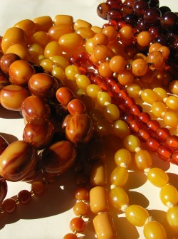 Heap of Bakelite Beads