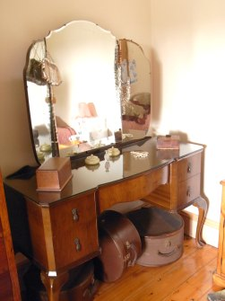 vintage dressing table and hat boxes