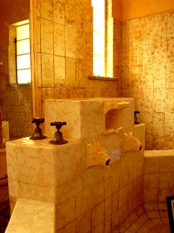 Art Deco bathroom in Leura