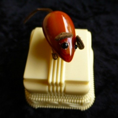 Bakelite Mouse Pin on Ring Box